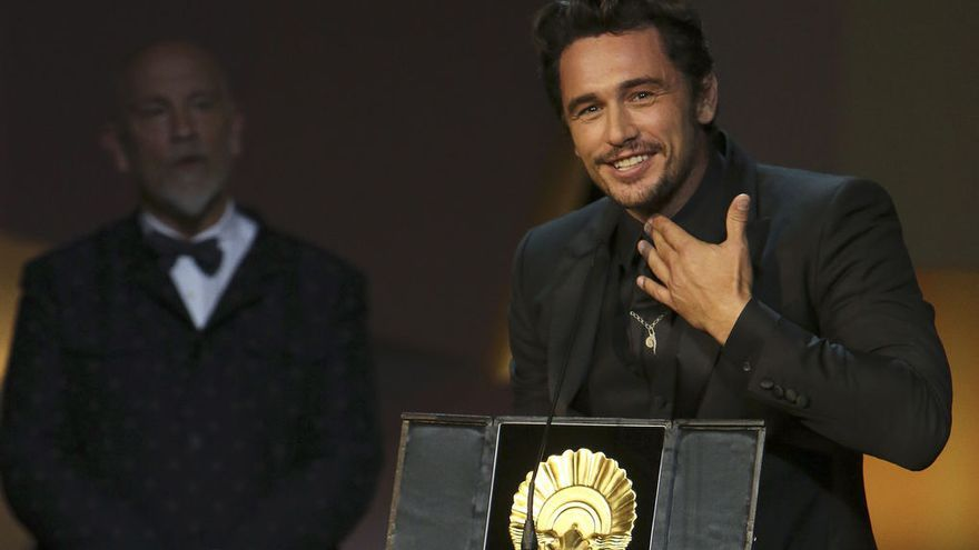 James Franco recogiendo su Concha de Oro en el festival de San Sebastián
