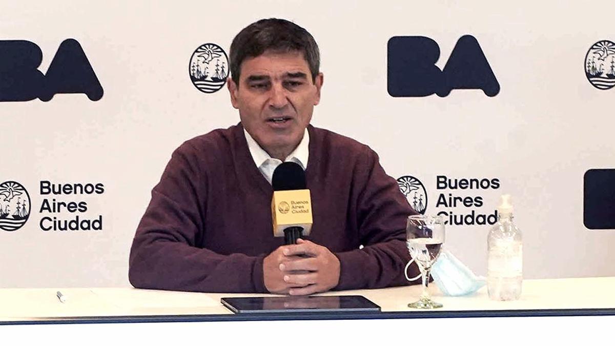 Quirós dijo que es muy importante avanzar en la vacunación para combatir la variante Delta