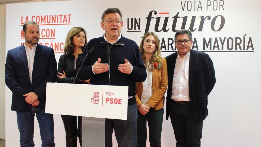 Ximo Puig, en el centro, rodeado José Luis Ábalos, Ana Botella y María Such, elegidos diputados por el PSOE.