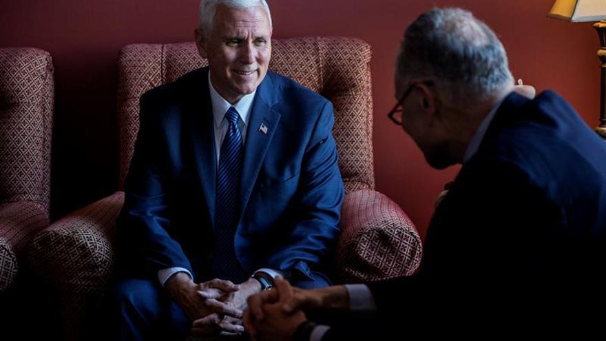 El vicepresidente electo de EE.UU. se reúne con los líderes del Congreso