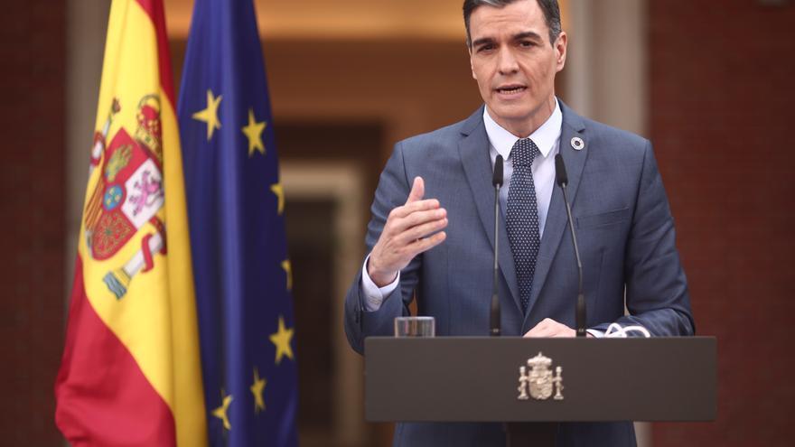 El presidente del gobierno, Pedro Sánchez, ofrece una rueda de prensa en Moncloa tras participar en la reunión del Consejo Europeo Extraordinario sobre el Coronavirus, en Madrid (España), a 26 de febrero de 2021. Esta es la primera vez desde finales de di