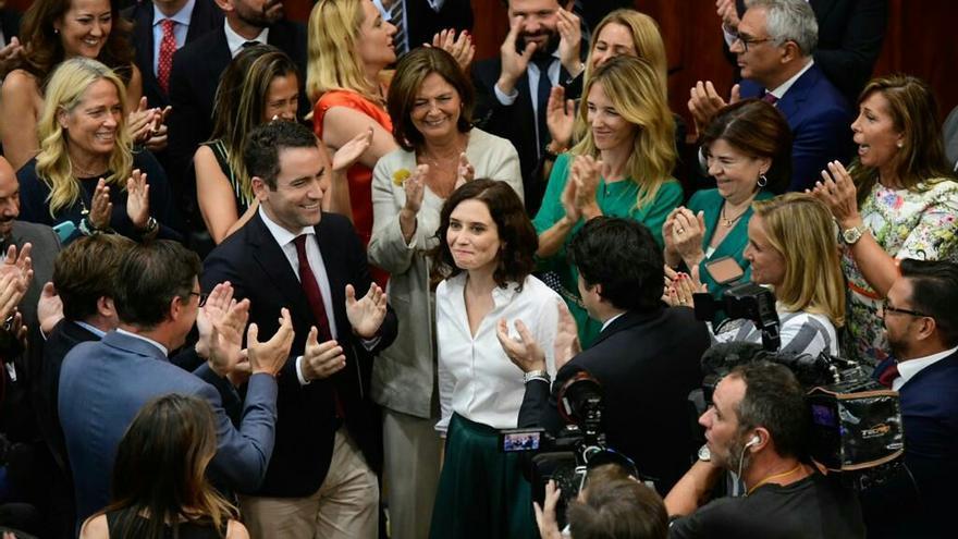 Isabel Díaz Ayuso, este miércoles, rodeada de algunos de los principales dirigentes del PP.