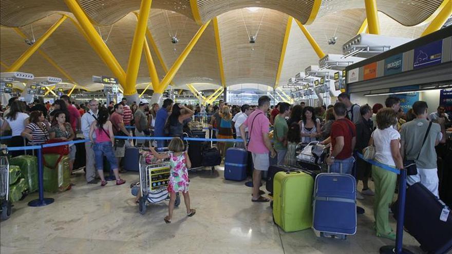 Los viajes de españoles suben el 5,2 por ciento en octubre y suman tres meses al alza