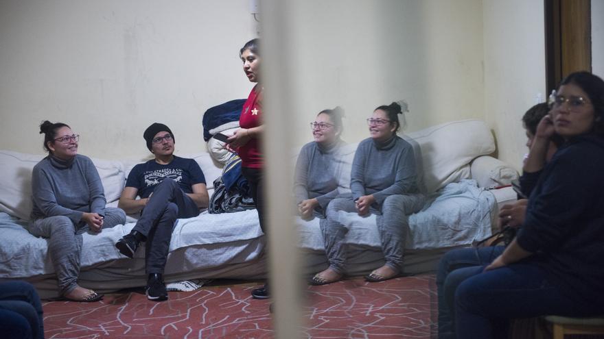 La casa de Gabriela se ha convertido en los últimos días en lugar de acogida para solicitantes de asilo que han pasado noches a la intemperie en Madrid.