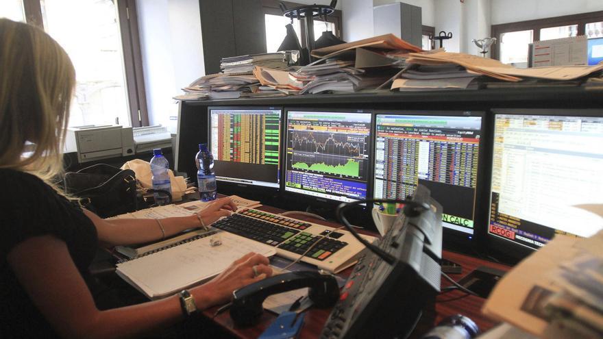 Italia coloca 5.436 millones de euros en deuda a menor tipo de interés