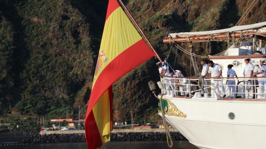 La embarcación en el Puerto de Santa Cruz de La Palma. Foto: JOSÉ AYUT.