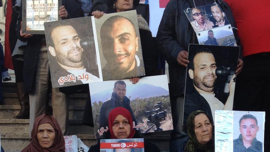 Protesta en Túnez de madres de jóvenes tunecinos desaparecidos entre 2011 y 2012 cuando se embarcaron rumbo a Europa / Elena González