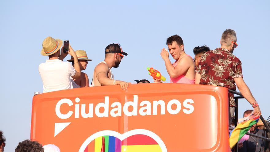 El autobús que Ciudadanos llevó a la cabalgata del Orgullo gay en Sevilla.