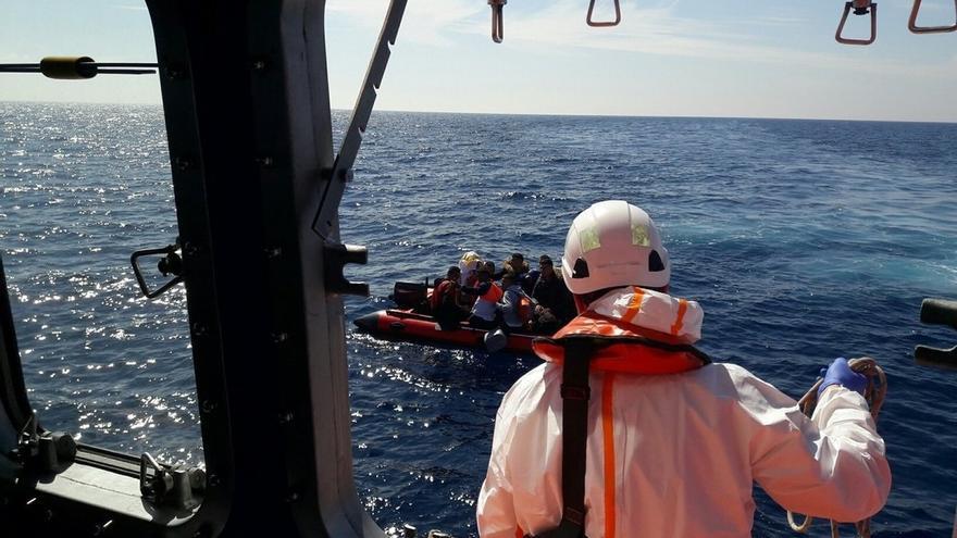 Llegan a Motril los 121 inmigrantes rescatados de varias pateras