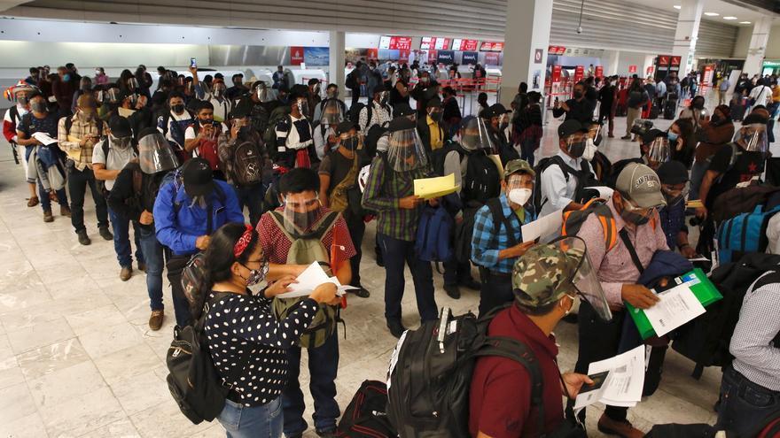 Calurosa bienvenida en Viena a los zapatistas al inicio de su gira europea