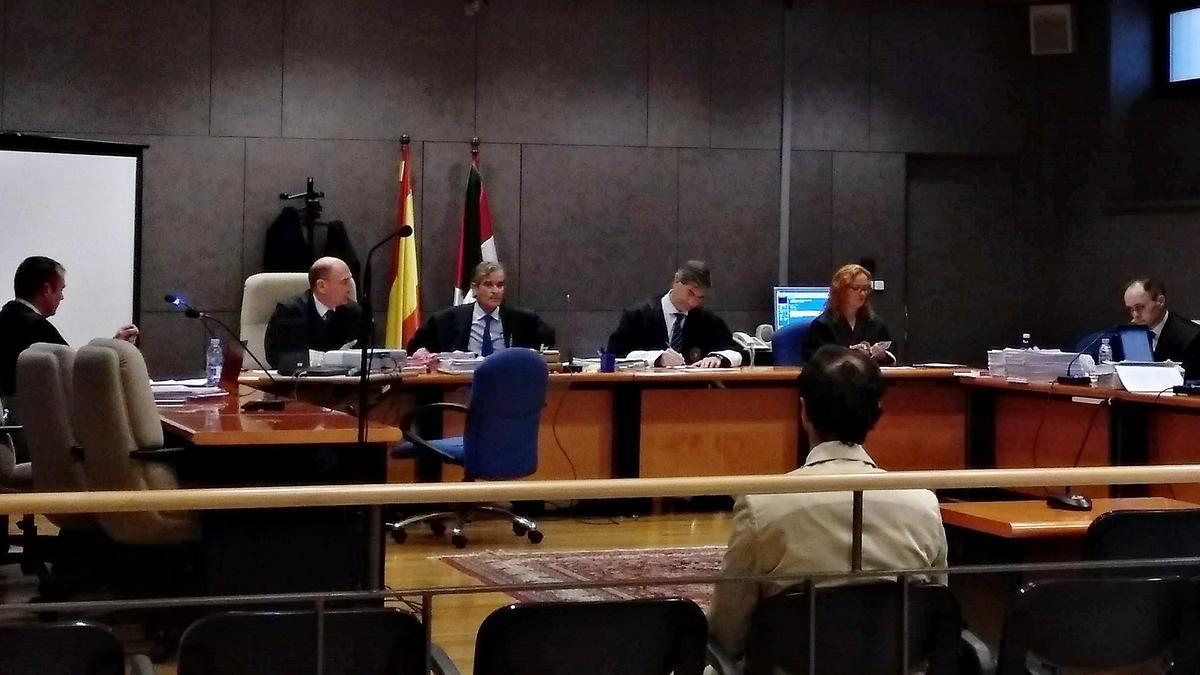 El acusado del 'caso Gaztelueta' espera al inicio del juicio