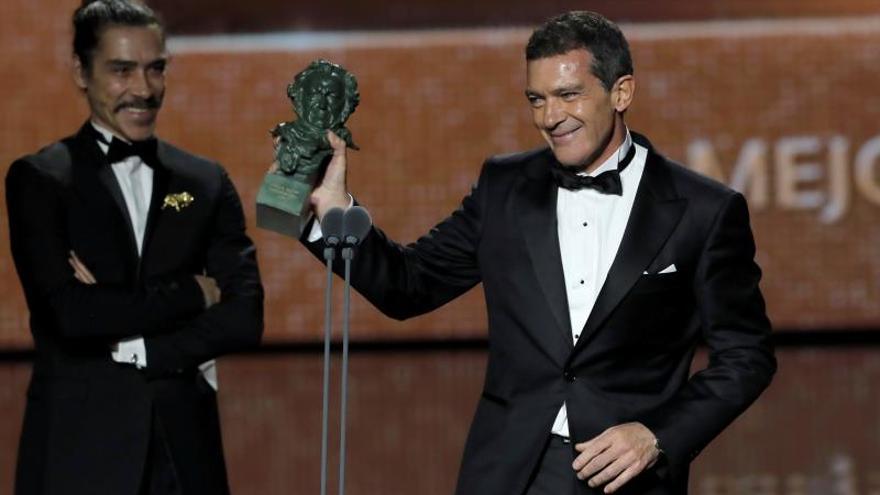 Antonio Banderas,  junto a Óscar Jaenada.