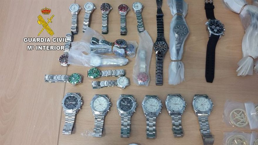 La Guardia Civil interviene en Fuerteventura relojes falsificados que tenían un valor de 275.000 euros