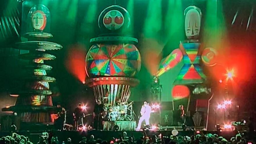Los muñecos hinchables que acompañaban en el escenario a los Smashing Pumpkins