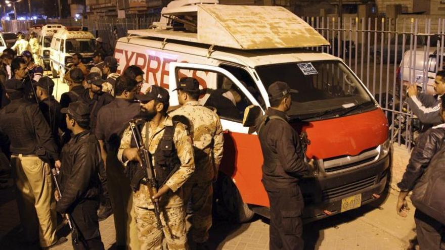 17 soldados muertos y 25 heridos en el ataque a un convoy militar en Pakistán