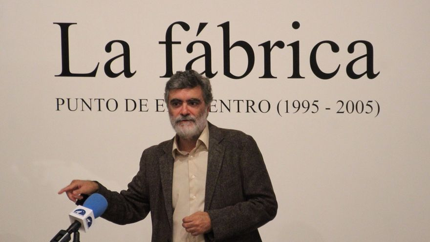 Anelio Rodríguez en el acto inaugural de la exposición. Foto: JOSÉ AYUT.