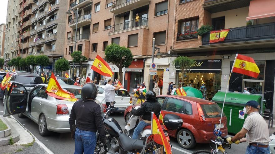 """Una caravana de unos 200 vehículos de Vox clama en Logroño """"contra la gestión del Gobierno en la crisis del Covid-19"""""""