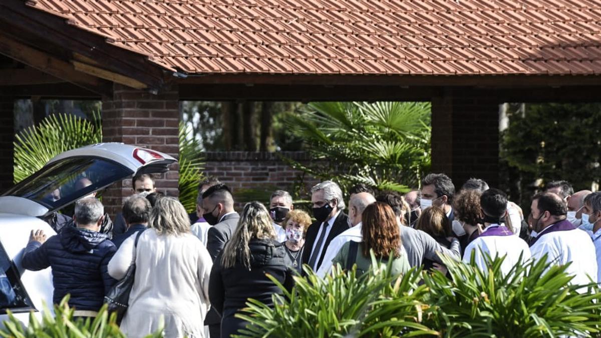 Alberto Fernández en el entierro de Mario Meoni