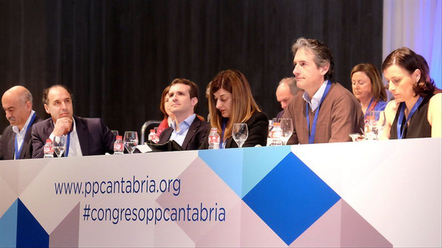 De derecha a izquierda: Gema Igual, De la Serna, Sáenz de Buruaga, Pablo Casado e Ignacio Diego.   PP