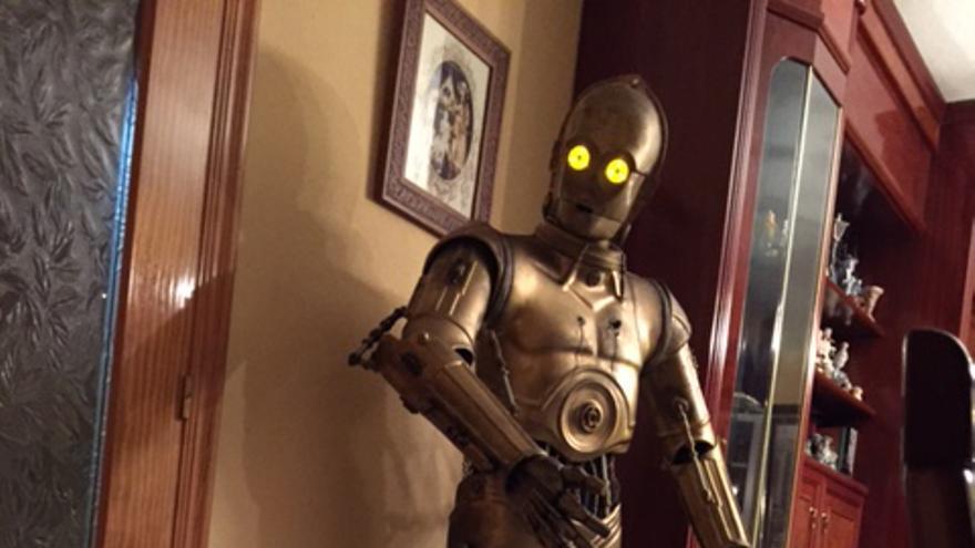 C-3PO y R2-D2 en el salón de Lonolino, un constructor español