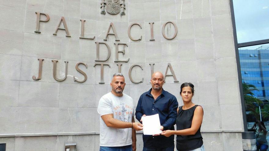 Los concejales Francis Hernández (IUC, Arafo), Agustín Espinosa (Sí Se Puede, Candelaria) y Lourdes Galindo (Sí Se Puede, Güímar), en una imagen de archivo