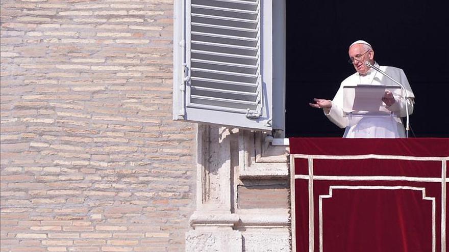 """El papa dice que utilizar a Dios para justificar ataques es """"una blasfemia"""""""