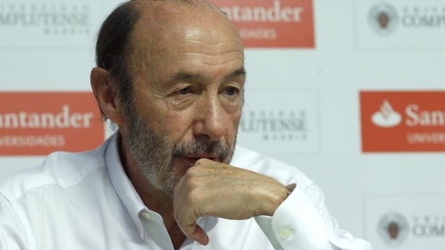 """Rubalcaba: un acuerdo con Podemos sería una """"investidura frankenstein"""""""