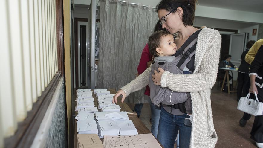 Todos los colegios electorales de Cantabria han abierto con normalidad. | JAVO DÍAZ VILLÁN