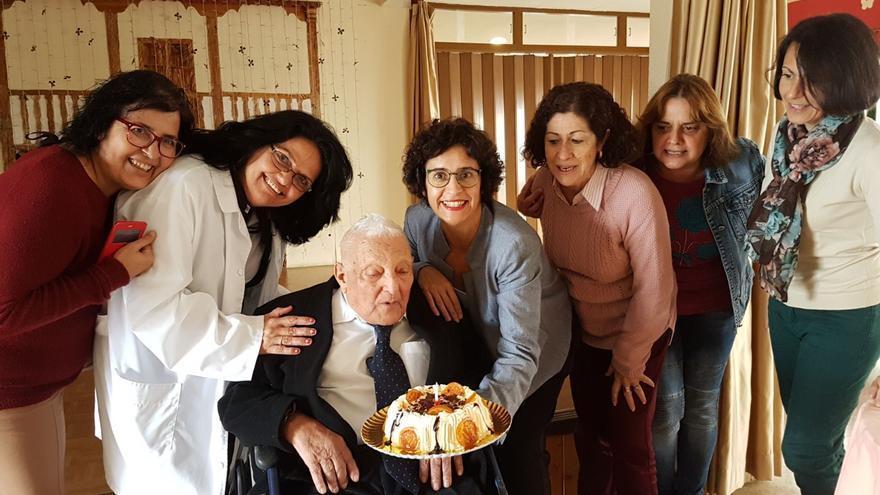 Homenaje a Florencio García en la Residencia de Pensionistas.