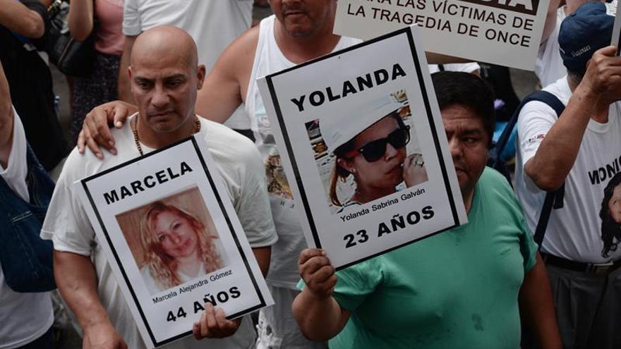 Familiares y víctimas recuerdan el choque de tren en Argentina en el cuarto aniversario