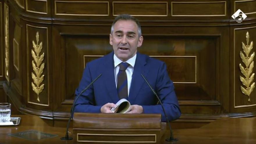 El diputado del PP Miguel Barrachina en un momento del debate.