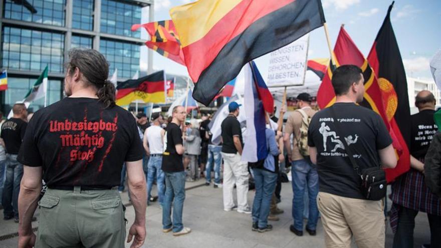 La ultraderecha ruge contra Merkel en Berlín, pero no logra una marcha récord