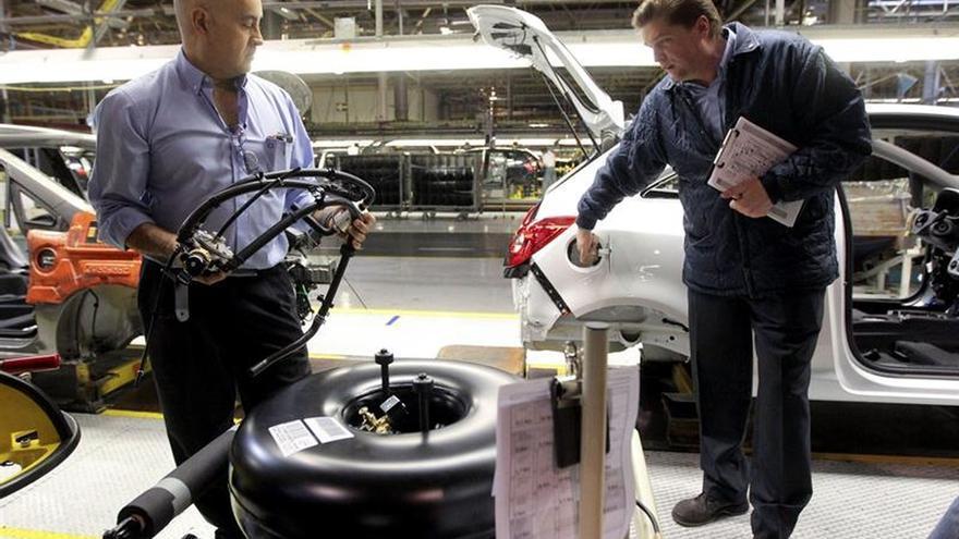 La industria facturó un 4,9 % más y los pedidos subieron el 5,1 por ciento en febrero