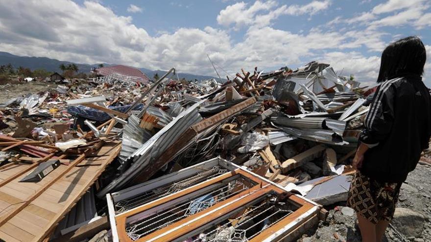 Casi 2.000 muertos y 5.000 desparecidos por el seísmo y tsunami en Célebes