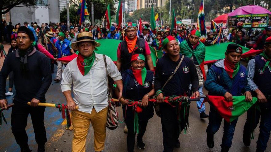 Indígenas colombianos se suman a una protesta social menos concurrida
