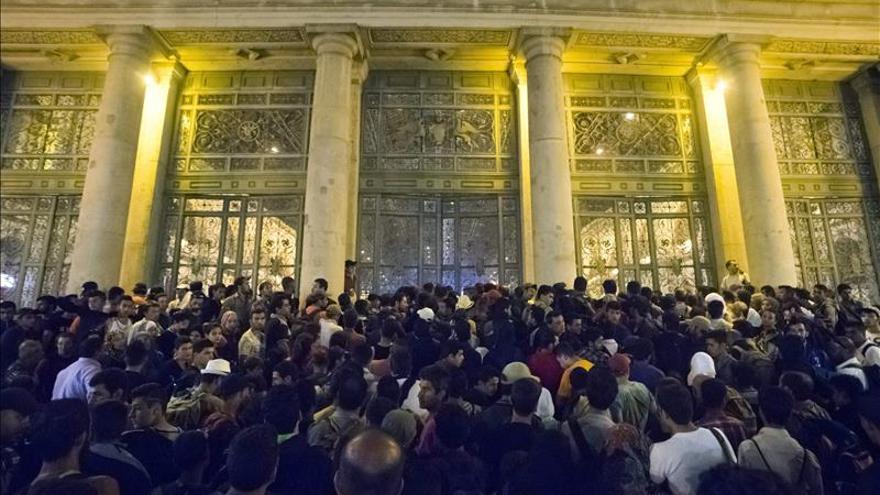 Reabren la estación de tren de Budapest sin permitir entrar a los refugiados