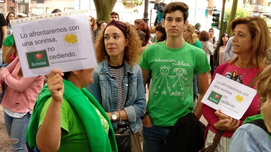 Concentración de docentes frente a la Consejería. | R.A.