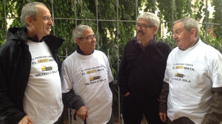De izquierda a derecha, Patxi Cortázar, Emilio Sánchez, Jesús Uzkudun y José Félix Casado durante la concentración.