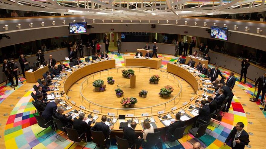 """Los 27 líderes de la UE adoptan unánimemente las directrices para el """"brexit"""""""