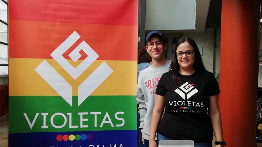 El Colectivo Violetas LGTBI+ La Palma instaló este lunes una mesa informativa en el Hospital General de La Palma.
