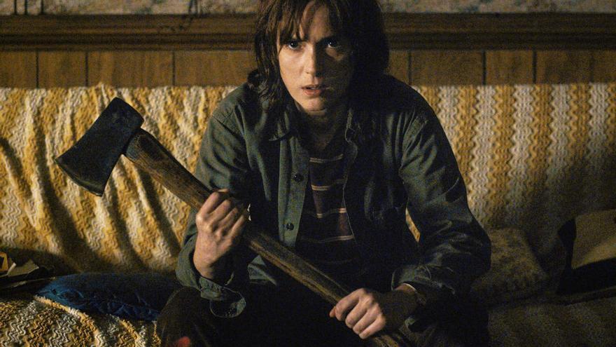 Winona Ryder como madre enfadada en Stranger Things.jpg