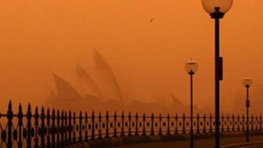 Nube de polvo naranja en Sidney. (REUTERS)
