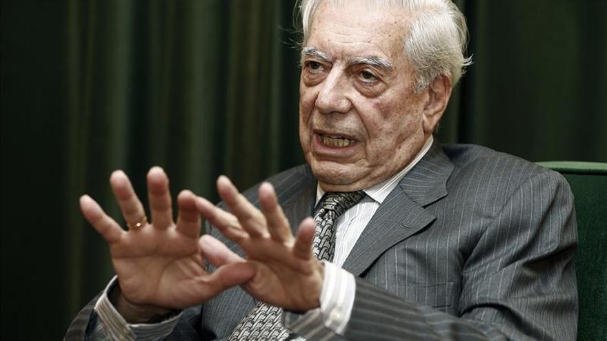 Vargas Llosa alerta de que la violencia late incluso en el nacionalismo pacífico