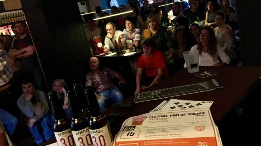 'Pint of Science', ayer, en el Buca bar de Toledo