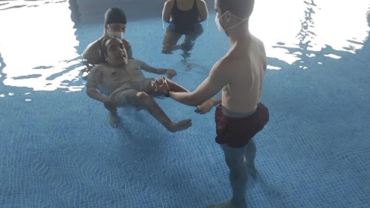 Terapia acuática de los usuarios de Niños Especiales de La Palma.
