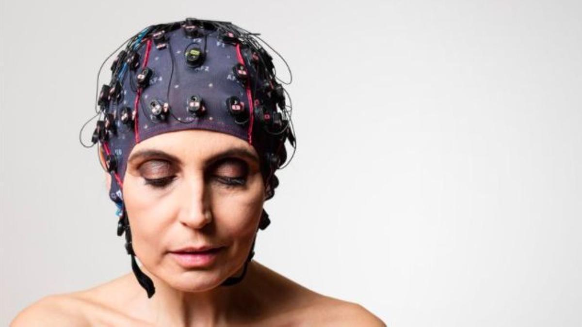 Un dispositivo para registrar la actividad cerebral para pacientes en coma, producido por la empresa MindBeagle.