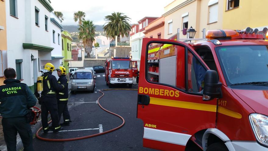 El incendio, sofocado por efectivos de Bomberos La Palma, se ha registrado en la mañana de este sábado en una vivienda de la calle Atabara de Breña Alta.
