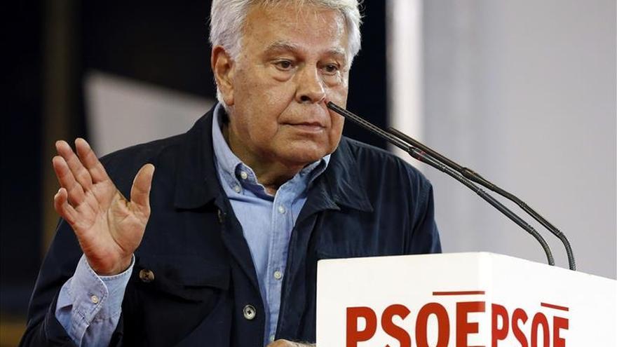 """Felipe González:""""Me extraña que Podemos no defienda su política bolivariana"""""""