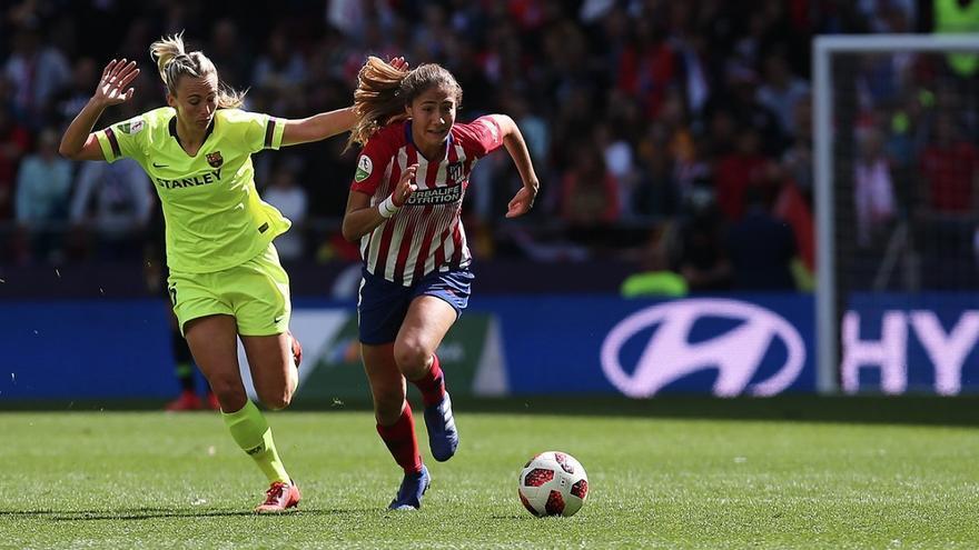 Uno de los momentos del partido de este domingo entre el Atlético de Madrid y el FC Barcelona.