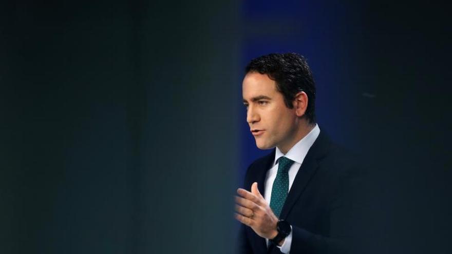 El PP cree que Delgado debería renunciar como fiscal tras la división del CGPJ